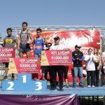 """Daniel Váldez y Ana Mendoza los grandes campeones de la 1ra. Carrera Atlética """"Km x mi ciudad""""."""